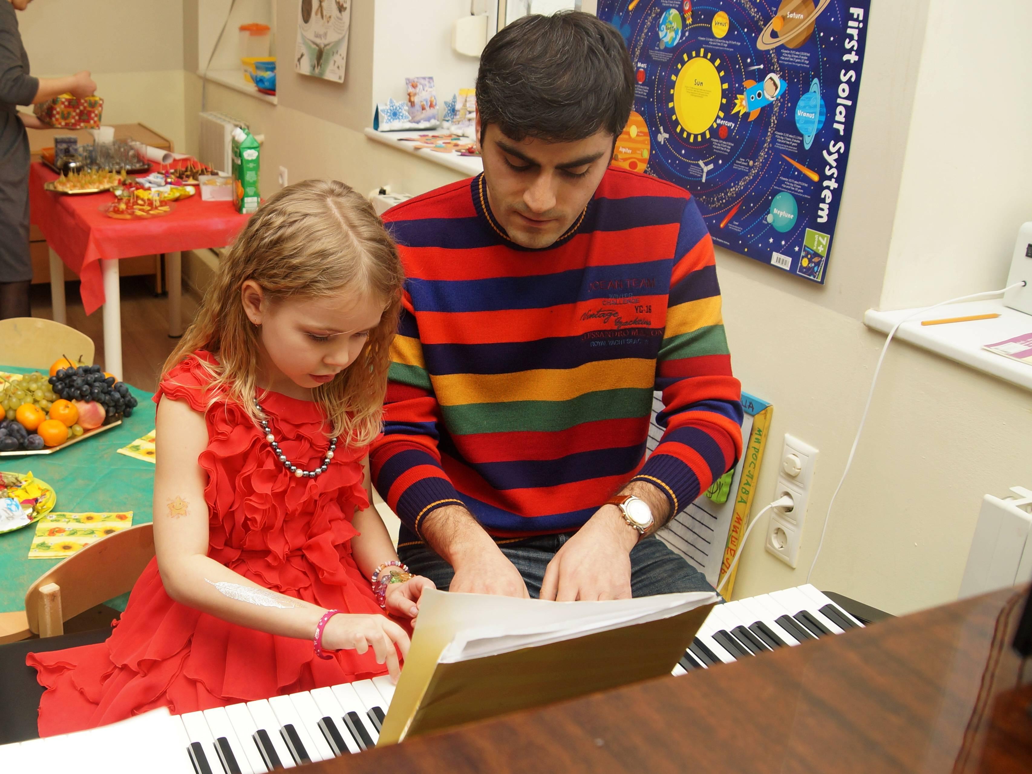Уроки фортепиано для детей в Москве в Академии талантов MAGIC CASTLE